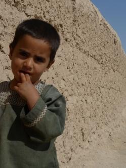 Curious child, Nahr-E-Saraj